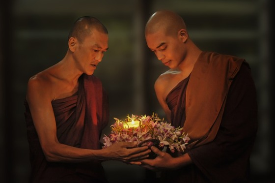 theravada-buddhism-1788675_640